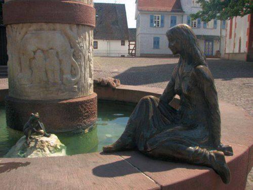 «Лягушкам — с любовью»: памятники, установленные в их честь.